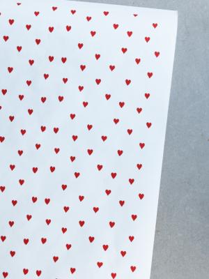 БЕЛАЯ БУМАГА В ЛИСТАХ «Красные сердечки» 70 гр\м2 (60х150 см)